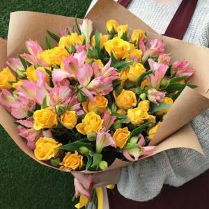 Сборный букет альстромерии с желтыми розами R687