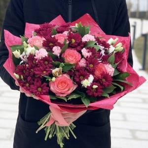 Сборный яркий букет хризантемы и розы с оформлением R1231
