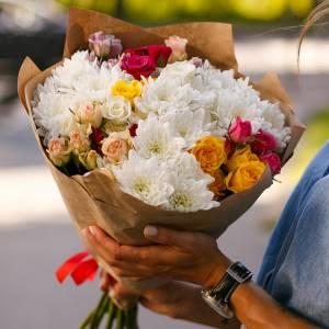Сборный букет хризантемы и кустовая роза R1135