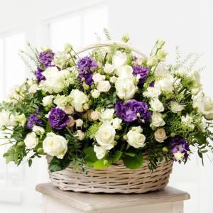 Сборная корзина с эустомой и розами R629